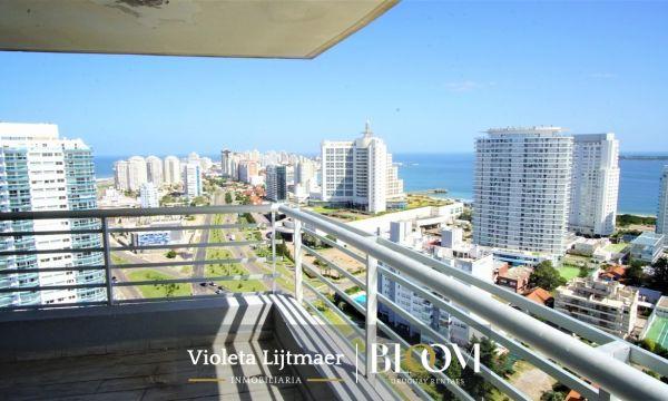 Apartamento Esquinero, Piso Alto, 3 Dormitorios y Dep. Alezander Boulevard.